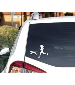 Autómatrica nő kutyával - fehér autó